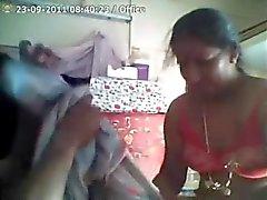 Indier Aunty knullas hårt genom sin chef för på jobbet
