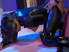 Twee Catwoman meisjes in hardcore viertal