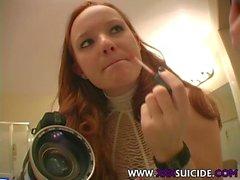 XXXSuicide Meaghan Redhead Красавица в Tatts и пирсинг