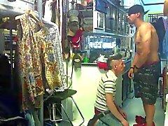 Asiatischer Punker Schlucken Married Weiß Thug Sperma