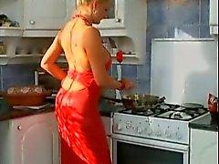 Alemão de MILF fodido na cozinha