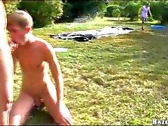 Залить шаров в открытом Gangbang Gay Оргии