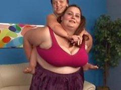 Жира брюнетки женщина 69s предоставляющие ее подругой сверхмалым