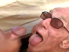 De 3 abuelo es la piscina