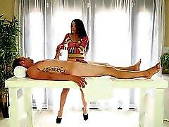 oanständigt kåt special massager ger stor Blowjob