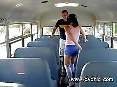 Freches kleines sehen Nympho Ashley Blue schleicht Im Zurück Von den Bus für einen Nachmittag Dreier mit Der Lehrer und Busfahrer und Sucks ihren Schwänzen