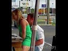Paare, die Sex in einem Restaurant