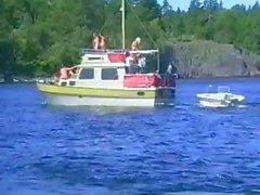 Humorvoll Türsteher mit einem phantasievollen Seiden Iglus reitet seinen Stange eine Boots