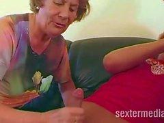Paar hat Sex mit Reifer Omafotze
