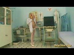 sarışın seksi Hemşirelik bir horoz gezintileri