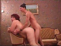 Rysk flicka med varma stora bröst knullade