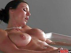 Kendra Lust espionné pendant la masturbation