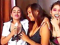 indian lesbiennes pronken en mast