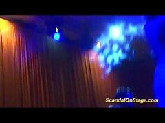 lapdance auf öffentlicher Show-Bühne