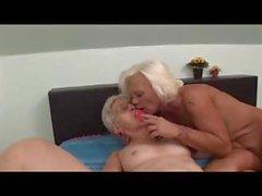 Zwei lesbische Mütter get together für ein paar gute altmodisches Pussy essen