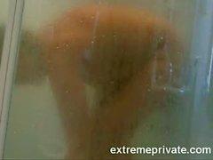 шпионили моей мамы 44 перебирать в ванной