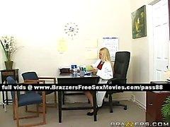 Tatlı sarışın dişçi a Sabırlı işleri
