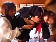 Dos hermosas colegialas japonesas finger achi del otro