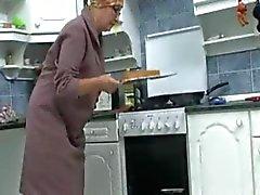 Granny der Kitchen R20