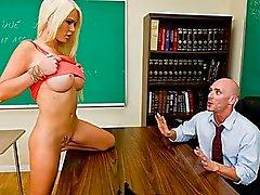 Возбужденный большого синицы студента Алексей Форд мечты о трахал ее учитель