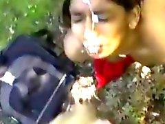 Assez Indian Récupère A Facial extérieur de POV