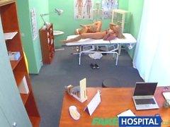 FakeHospital Claustrophobic seksi Rus sarışın muhteşem hemşire aşk gibi görünüyor