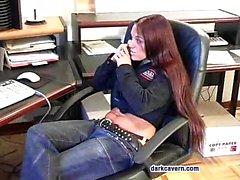Judy Star wird spät im Büro von ihrem großen Schwanz gehalten