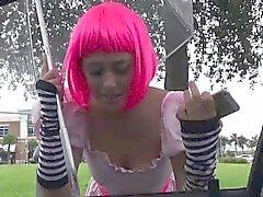 Autoestop de la adolescente en el cumswallows vestuario