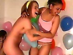 Cute biseksuaali amatöörejä taktiikalla seksikkäitä peliä uskaltaa