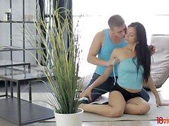 18 Videoz - Sportliches Paar Anal Workout