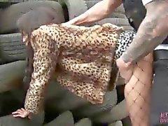 La calle sucios prostituta Alyssa Divina follado por la pelusa