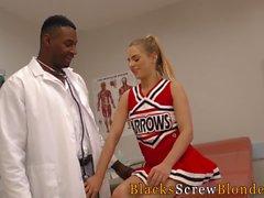 Подросток едет черный врач