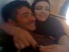 Арабская пара наслаждается времени