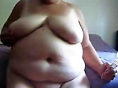 Grande de Granny Masturbating à coups de godes