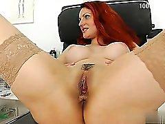 Sexy Mädchengesicht Sitzen