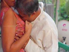 Desi тетушка с дядей Горячая Romance за балкона