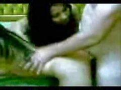 Arabainen vaimo tuo sisarensa miehelleen, jolla on seksiä