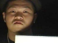 Écolière asiatique donne Main- Le Bus