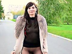 Jeny Smiths öffentlichen Pantyhose zu blinken.