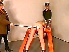 Féminin répression du prison de