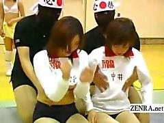 Titré volley japonaise bisexuées massages des seins
