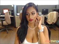 Sexi Desi Bitch на Skype 4