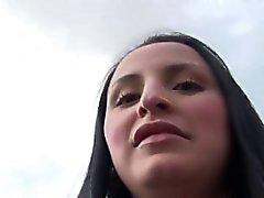 joven latina se la follan