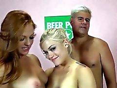 Порно звезда Rimjob втроем