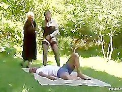 Pissing Op Twee Hot Babes In Outdoors Trio