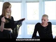 DaughterSwap Gothic Sluts follada por BFFS papá parte 1