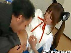 Aasian teini saa hänen napaansa nuolaisi opettaja