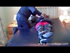 Karina na sujeição de couro pesado 3