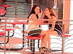 Meagan und Sophia Porno nette Brünette Lesben in der Öffentlichkeit