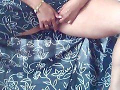 Alysha телок пальцами ее пирсинг киска